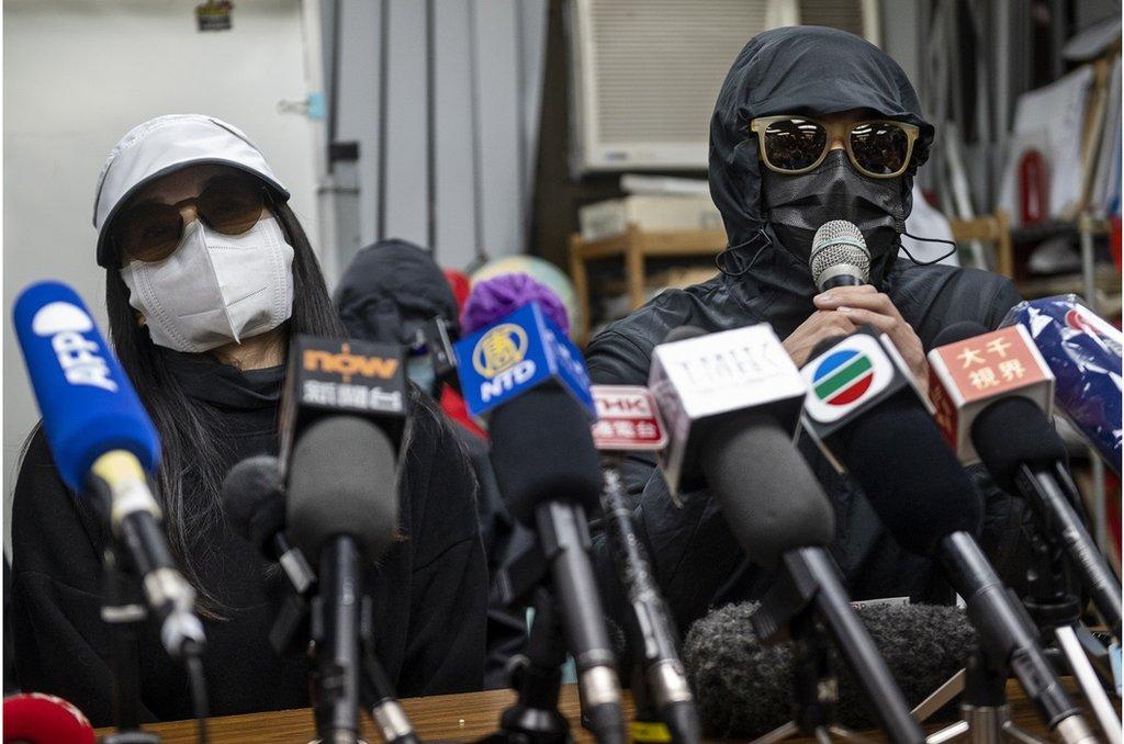 12名被捕者的香港家人在新聞發佈會上(資料照片)。