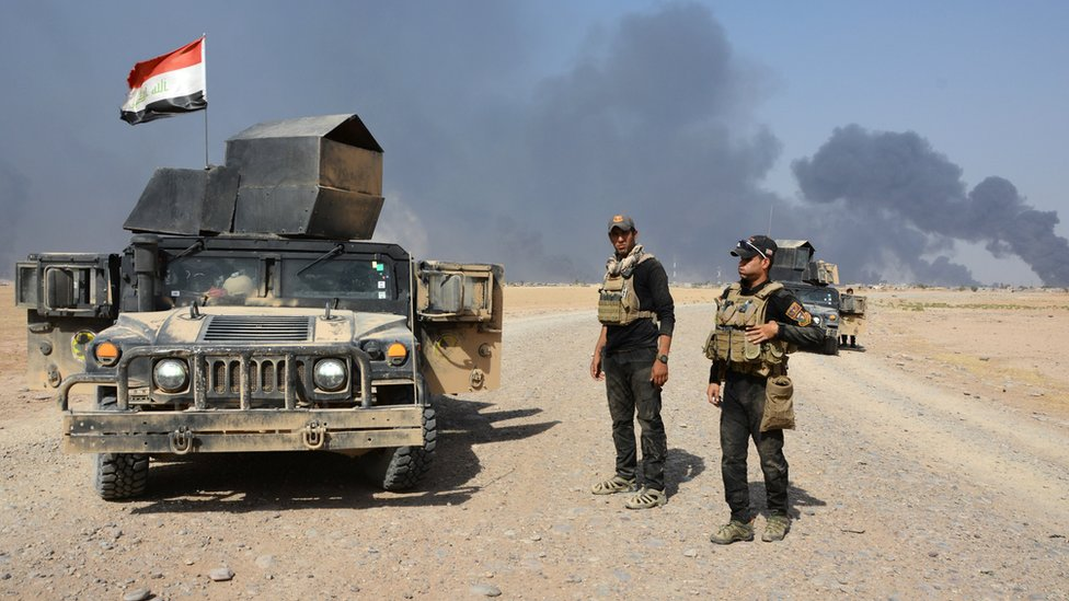 Iraqi security forces gather on the outskirt of Qayyarah, Iraq, 15 August 2016