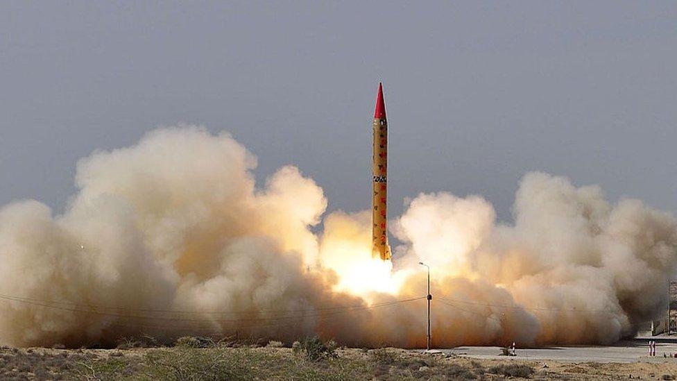 Pakistán prueba un misil de mediano alcance con capacidad nuclear en 2014