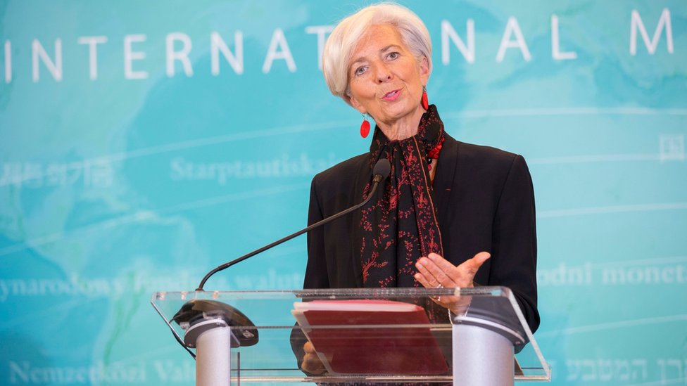 IMF Managing Director Christine Lagarde delivering a statement at the IMF Headquarters in Washington (30 November 2015)