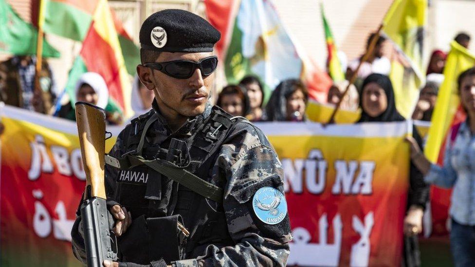 kürt bölgesinde türkiye operasyonu karşıtı gösteri