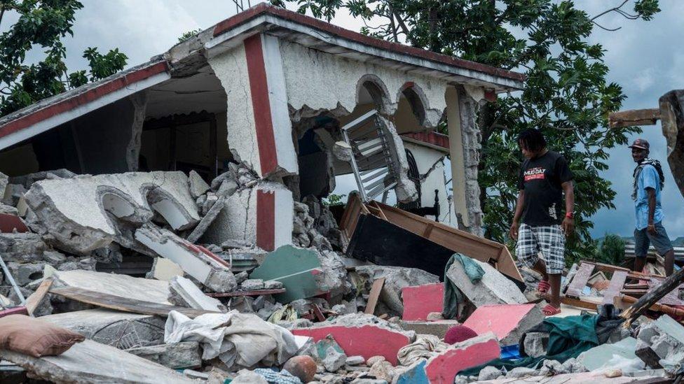 Casas dañadas por el terremoto del 14 de agosto