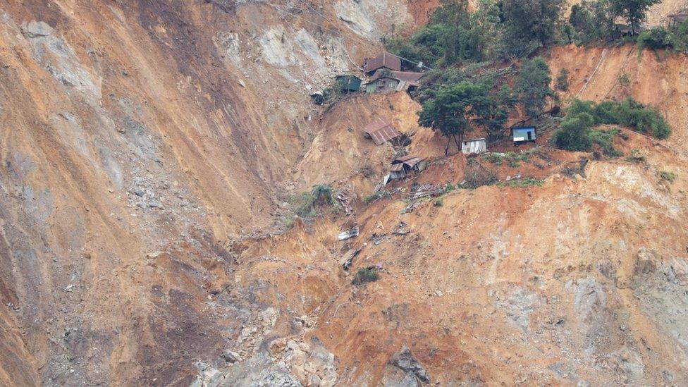 Kuće uništene u odronu