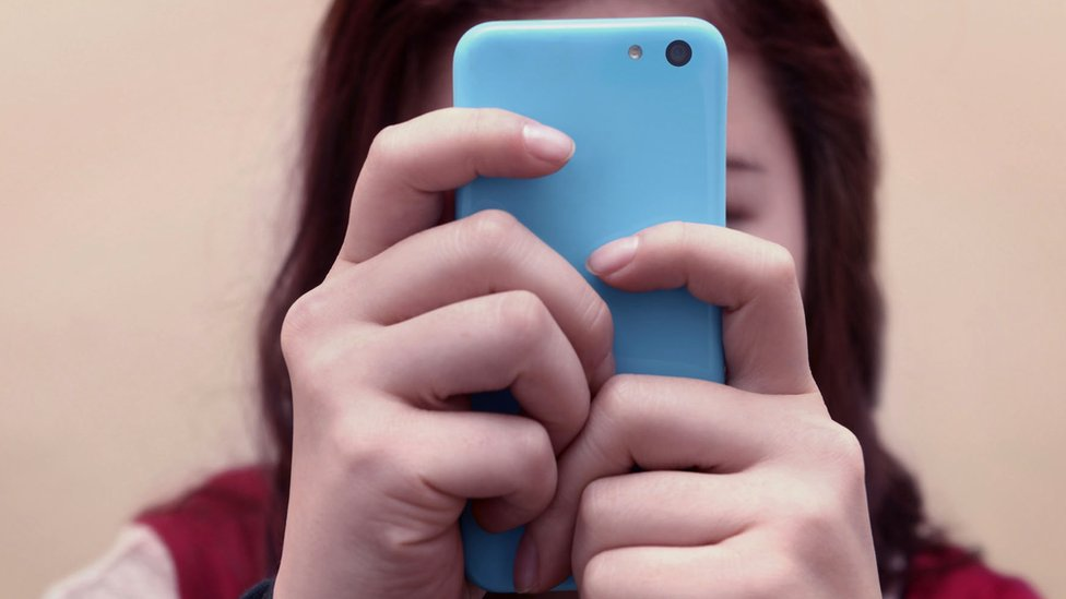 Social media: How can we protect its youngest users? thumbnail