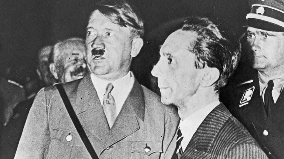 Hitler y su ministro de Propaganda, Joseph Goebbels.