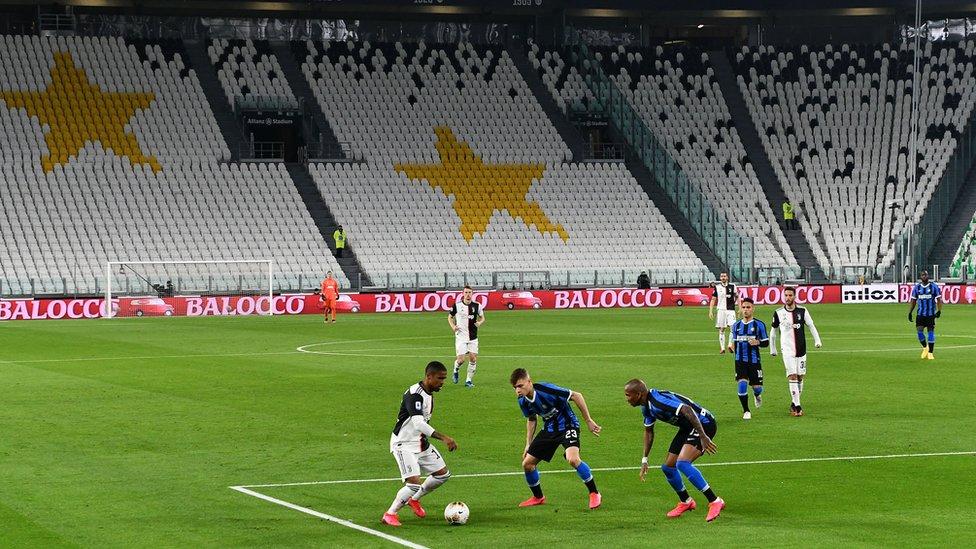 İtalya'da Juventus - Inter maçı boş tribünlere oynandı