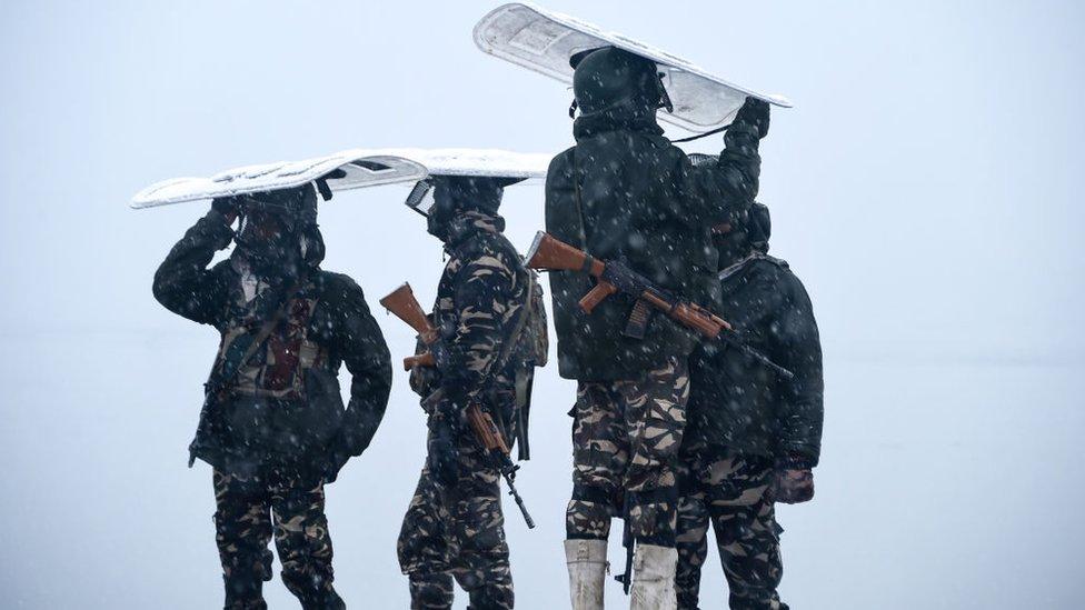 Penjaga paramiliter India di Srinagar 31 Januari 2019.