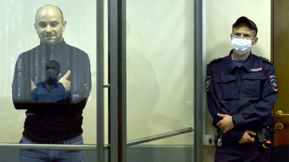 В Думу из-за решетки. Кто из арестованных политиков идет на выборы, и чем это заканчивается?