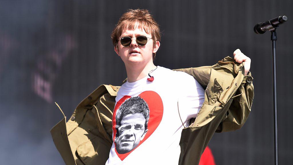 BBC News - Lewis Capaldi taunts Noel Gallagher at Glastonbury