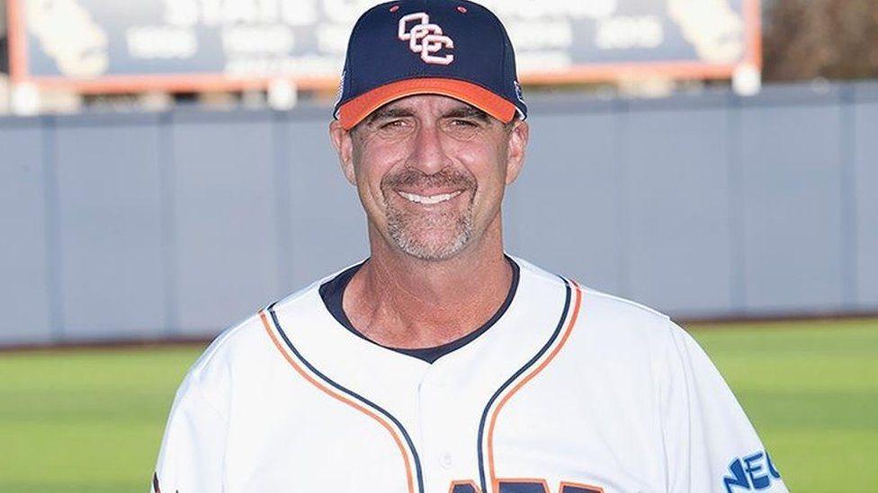 El entrenador de beisbol John Altobelli fue otra de las víctimas mortales en el accidente.
