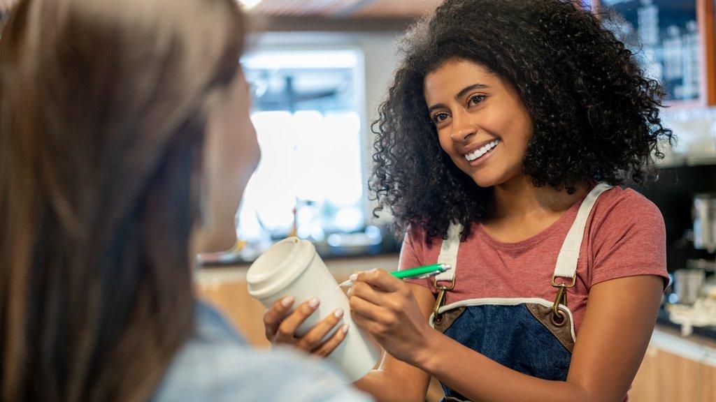 Chicas en cafetería