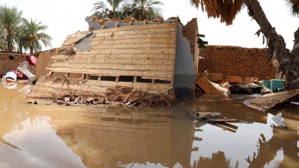تدمر هذا المنزل الواقع في وادرملي، على بعد 75 كيلومترا شمال العاصمة الخرطوم، جراء الفيضانات