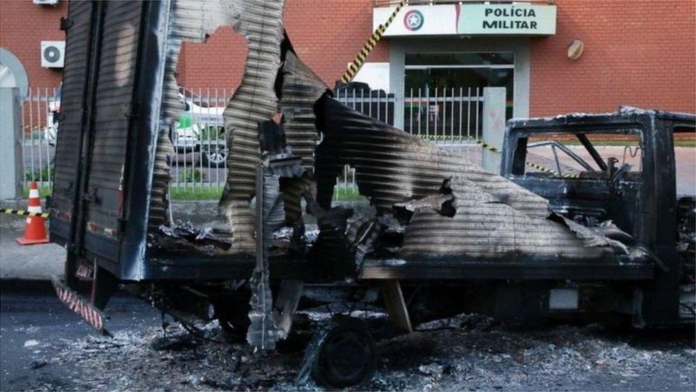 ostaci zapaljenog kamiona