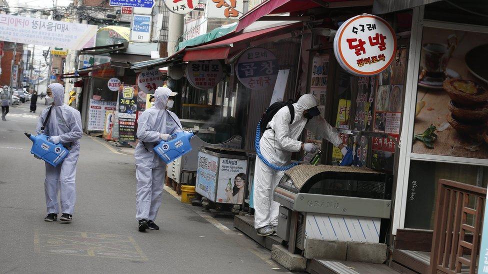 Güney Kore'de pazar yerleri ilaçlanıyor