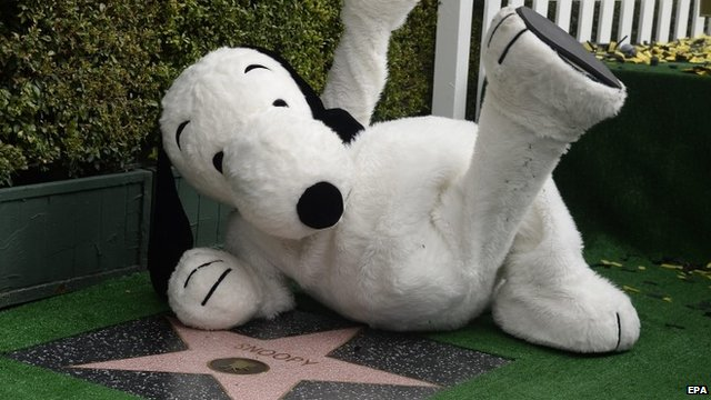 Snoopy reclining on star