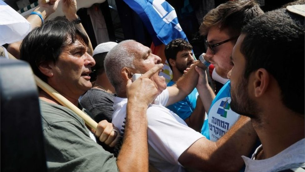 Likud and Democratic Union supporters argue in Jerusalem (13/09/19)