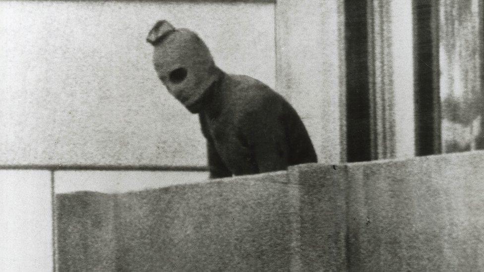 مسلح فلسطيني في ميونخ. صورة أرشيفية عام 1972