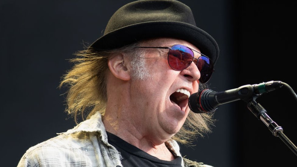 Neil Young Sues Donald Trump S Campaign For Using His Songs Bbc News