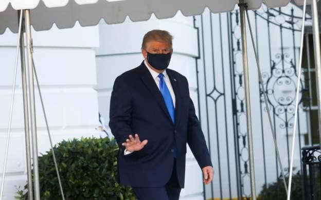 特朗普揮手離開白宮