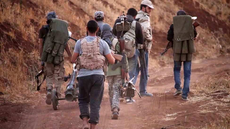 المعارضة منقسمة حول مقترح روسي بالانسحاب من درعا وترك الأسلحة الثقيلة والمتوسطة