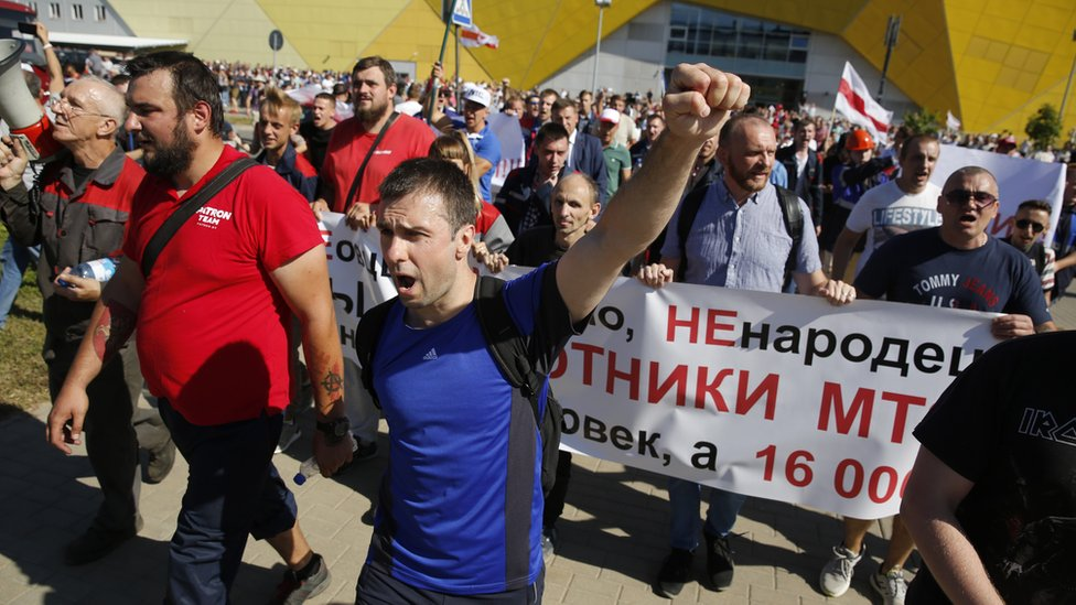 Protesters outside the tractor factory in Minsk, 17 August