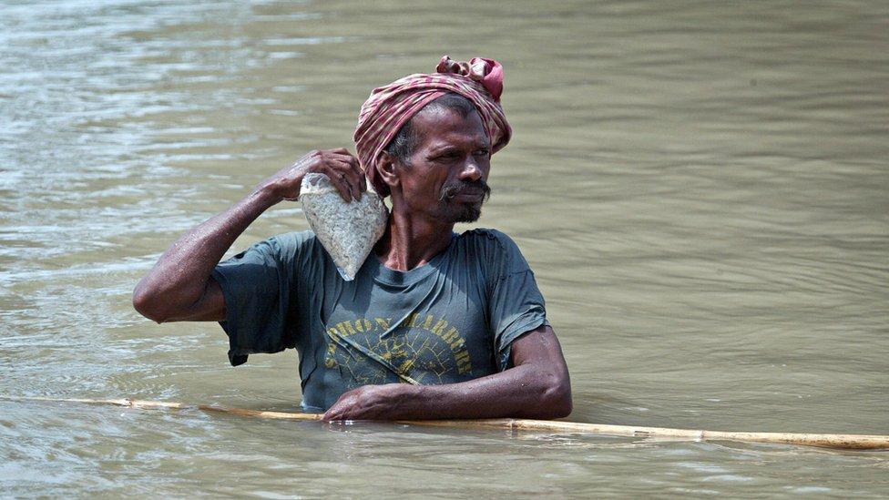 बिहार में बाढ़ का कहर, 18 लाख लोग चपेट में: पांच बड़ी ख़बरें