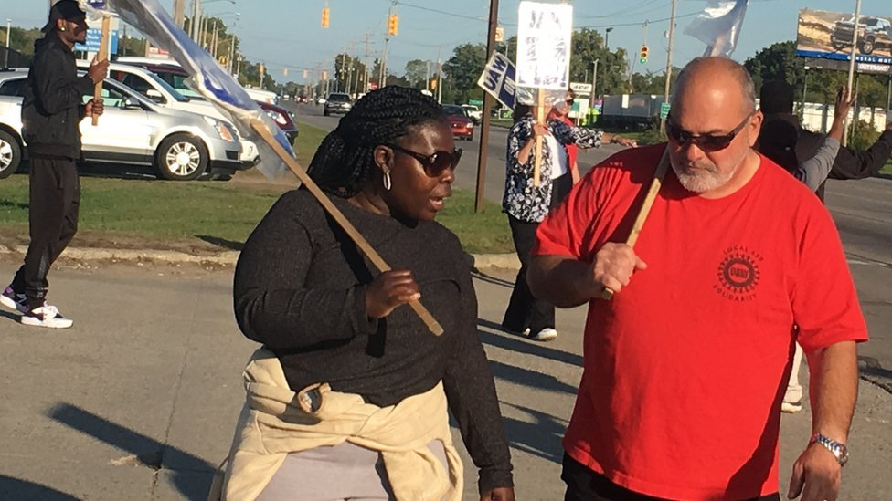 GM workers picketing