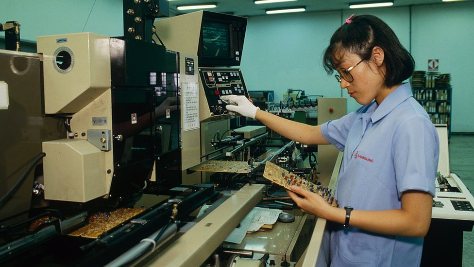 Una trabajadora de Samsung en 1987.