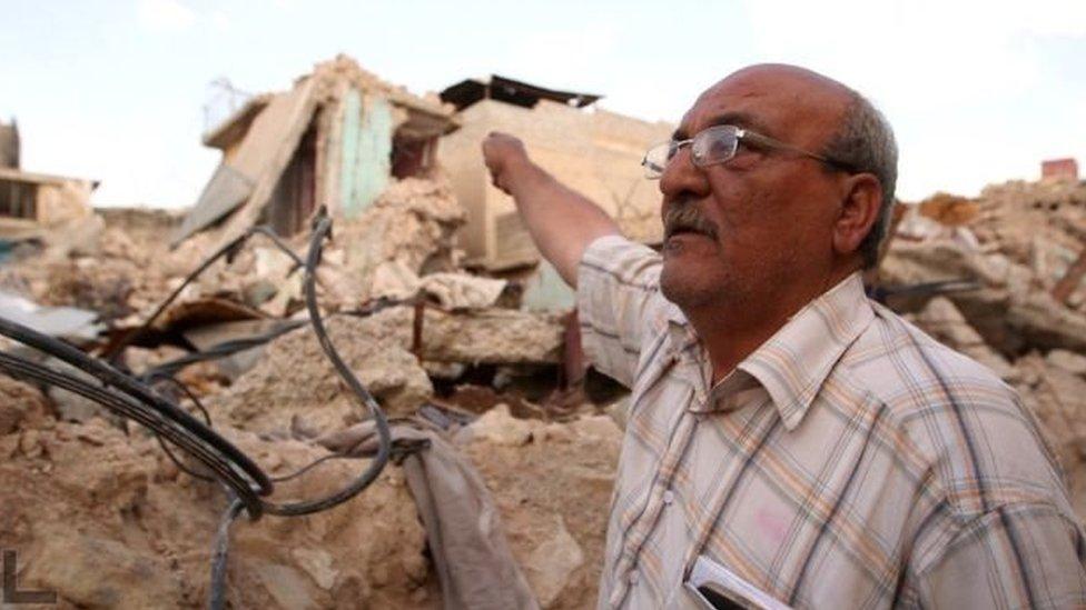 فقد عبد الرحمن علي 5 من أبنائه جراء قنبلة استهدفت منزله في الموصل