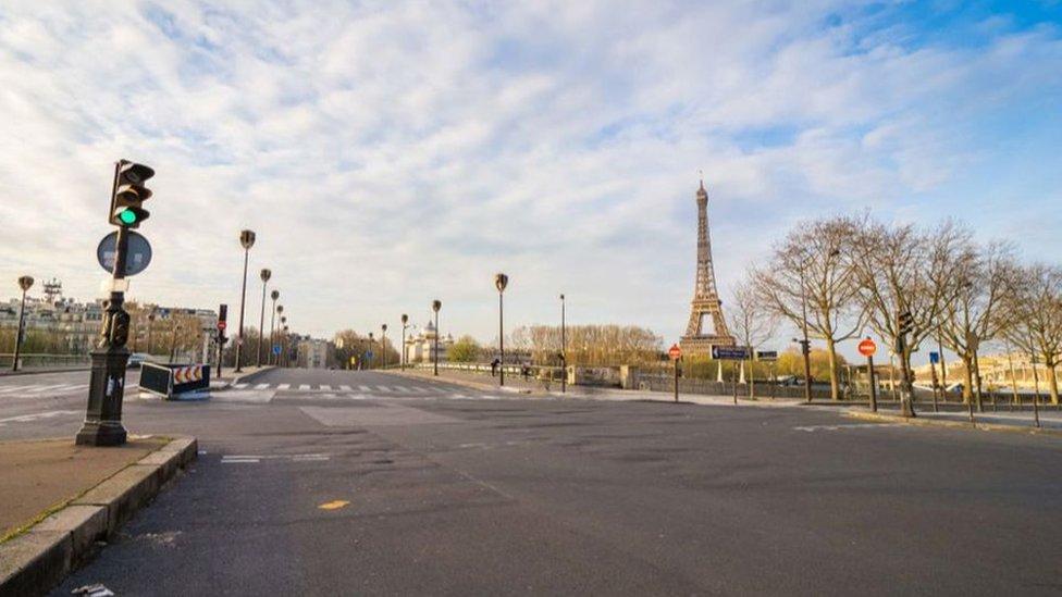 prazne ulice pariza