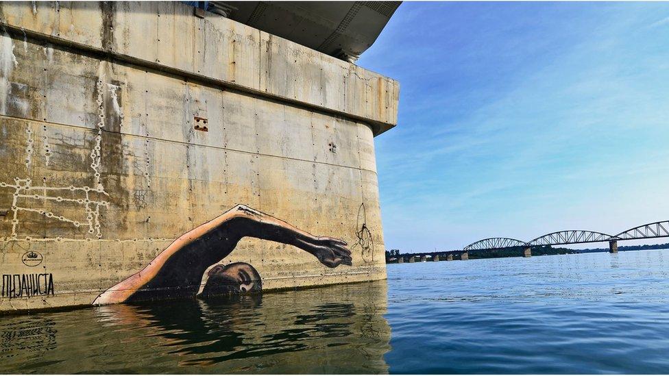 Plivam uzvodno za kulturu i umetnost, crtež ispod Ostružničkog mosta