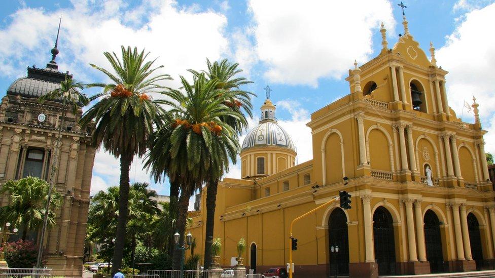 Basílica de San Francisco en San Miguel de Tucumán, una de las ciudades más grandes del norte de Argentina.