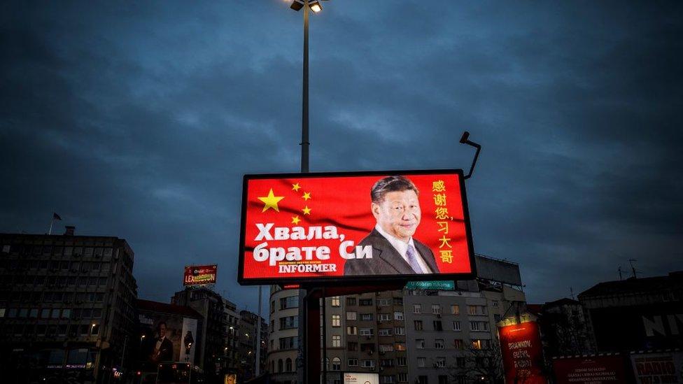 Xi Jiping en un cartel luminoso