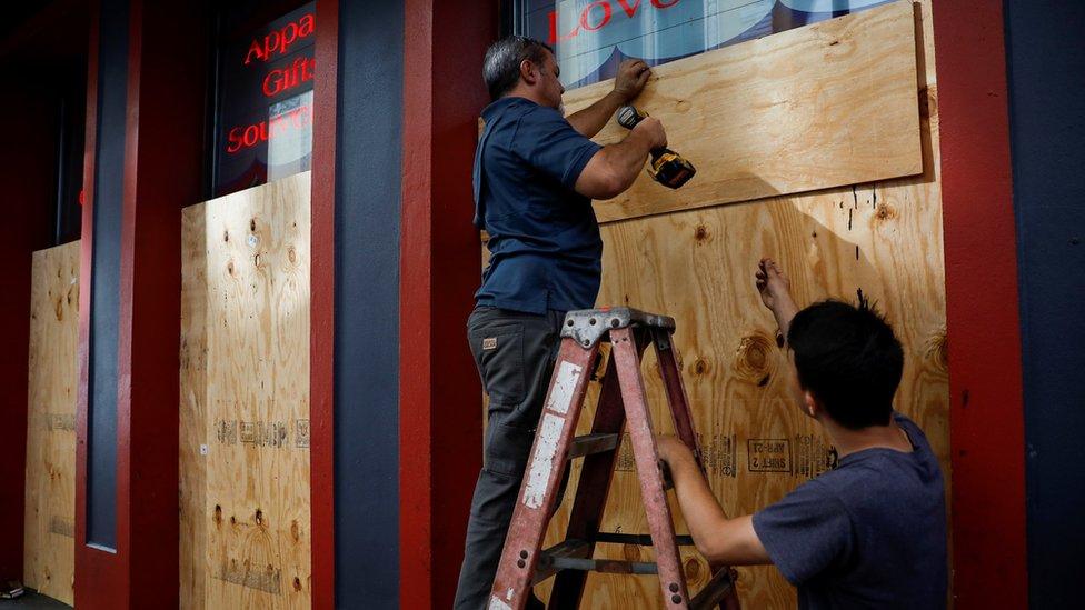 Stanovnici Nju Orleansa se pripremaju za udar uragana
