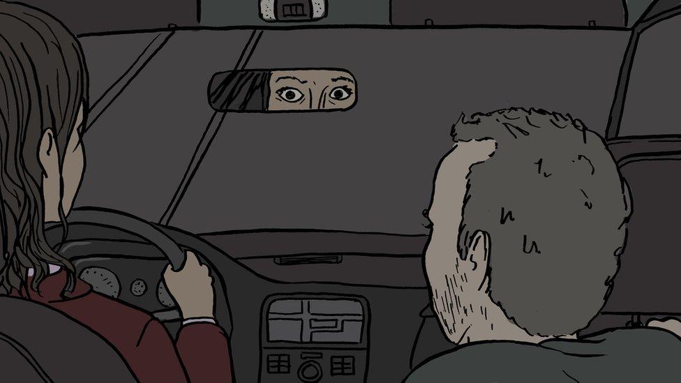 Conductora de Uber asustada (ilustración)