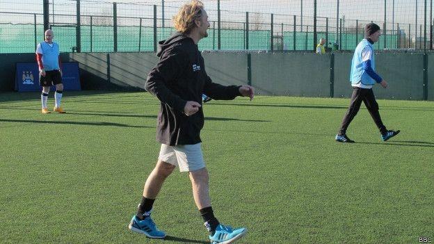En el fútbol caminando no está permitido correr.