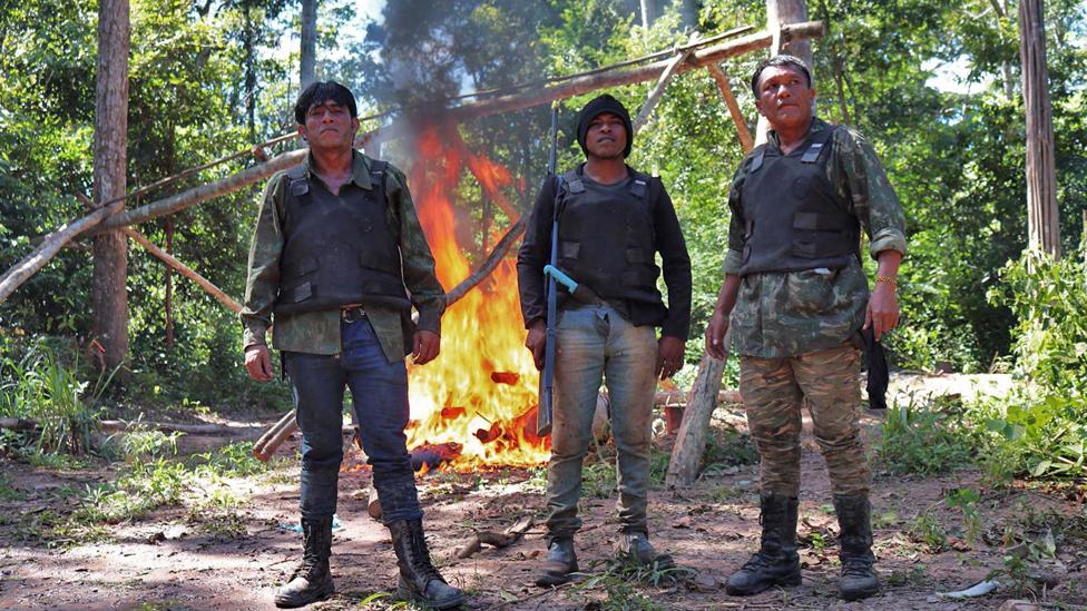 Laercio Guajajara, Paulo Paulino Guajajara y Olimpio Guajajara, miembros de los Guardianes del Bosque