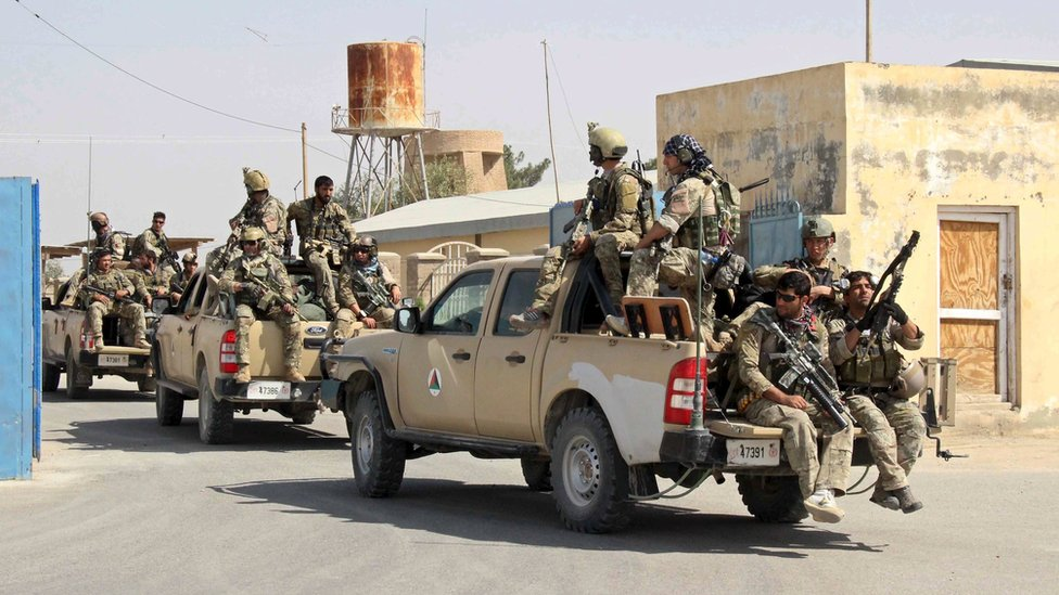 Afghan special forces arrive for a battle with the Taliban in Kunduz city