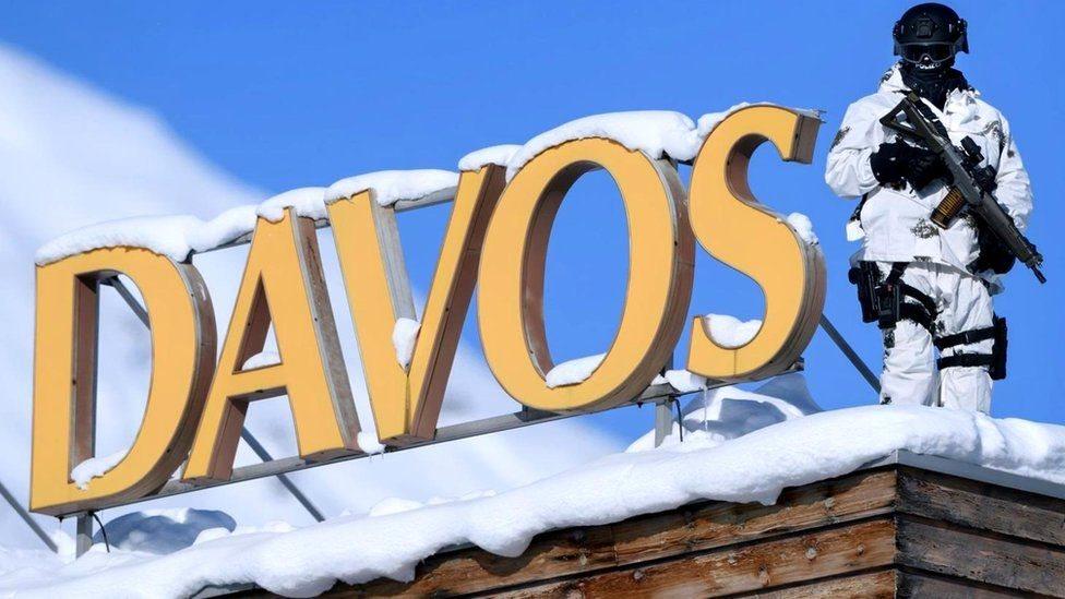 Дайджест: что делали российские агенты под видом сантехников в Давосе?