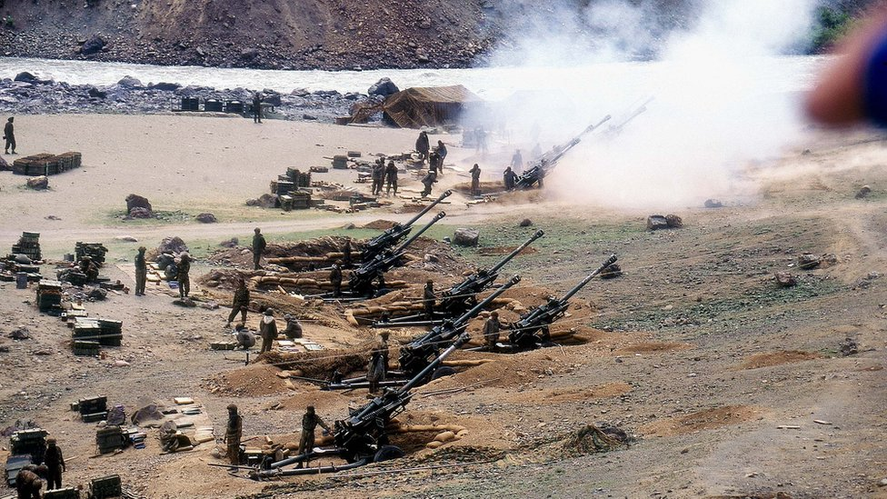Bofors Guns are used by Indian troops during the Kargil war
