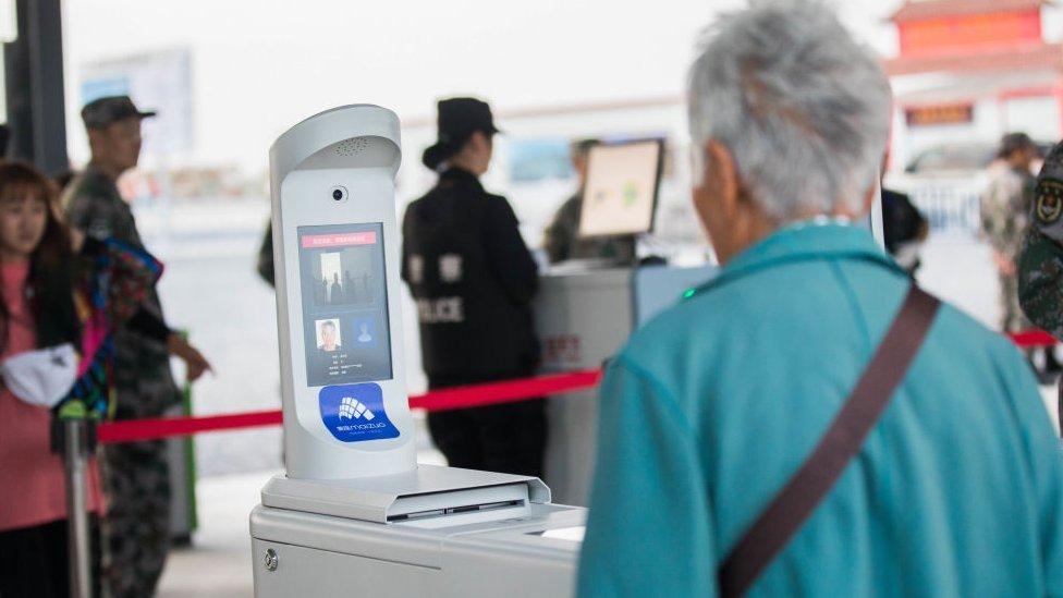 Máquina de reconocimiento facial en China.