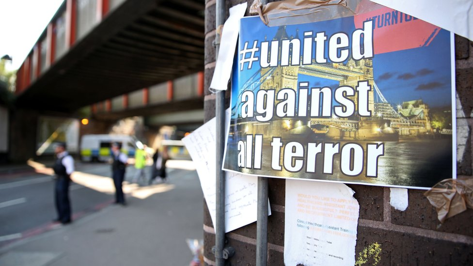 """""""United against terror"""" sign near to scene of Finsbury Park attack"""
