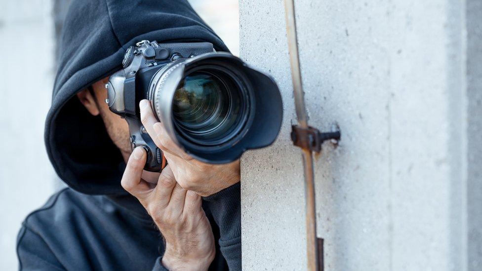 Algunos compradores secretos pueden obtener US$15 por cada foto enviada.