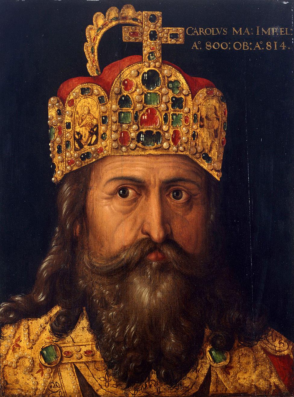 Carlomagno, 300 años después de la caída de Roma, con su corona de emperador del Sacro Imperio romano.