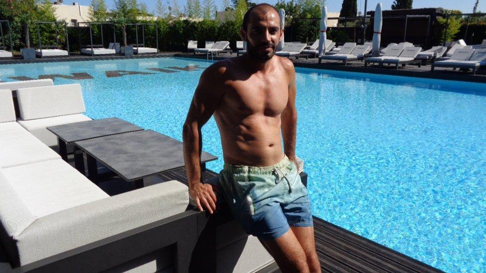 Karim Issartel, director del club de playa Waiki.