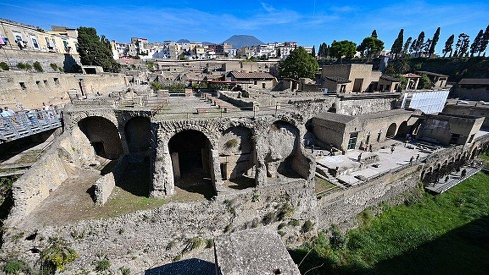 Vista panorámica del sitio arqueológico de Herculano en Ercolano, cerca de Nápoles.