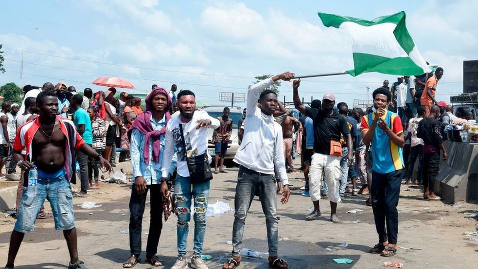 Nigeria Sars protest: Unrest in Lagos after shooting thumbnail