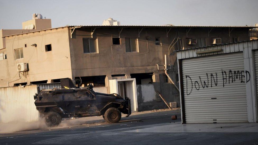 سيارة للشرطة البحرينية أثناء دورية في 12 فبراير/شباط عام 2016