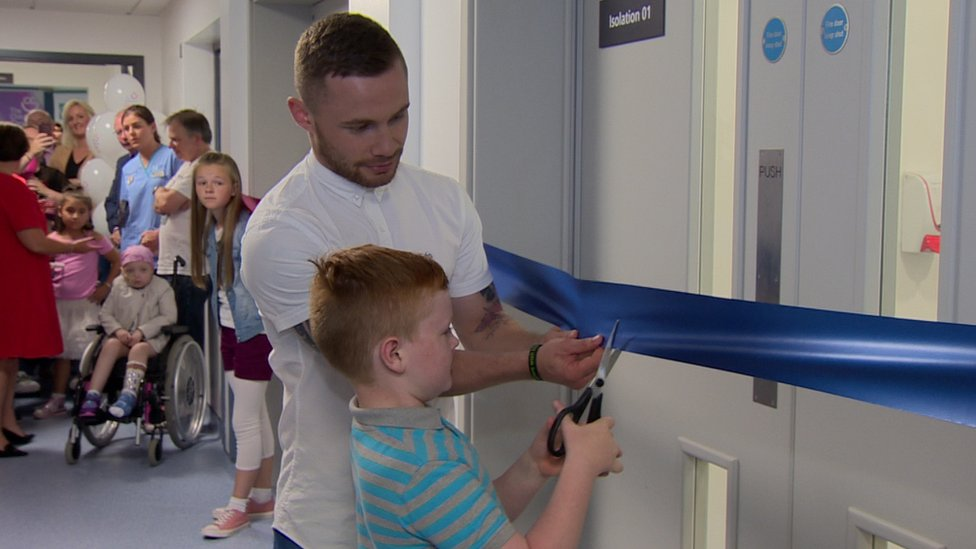 Carl Frampton and Ross Patterson cut the ribbon at Children's Cancer Ward