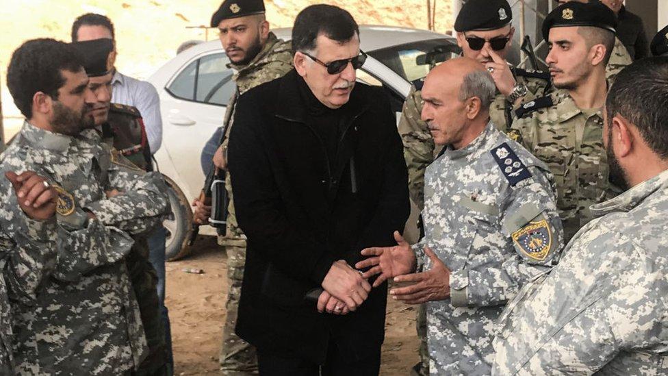فايز سراج وسط قادة عسكريين في ليبيا